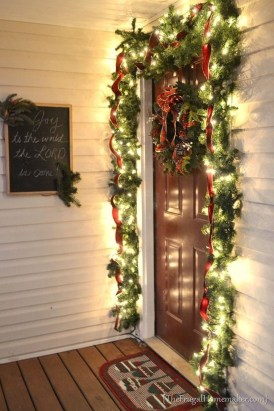 Brilliant Christmas Front Door Decor Ideas 16