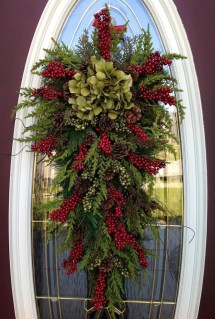 Brilliant Christmas Front Door Decor Ideas 27