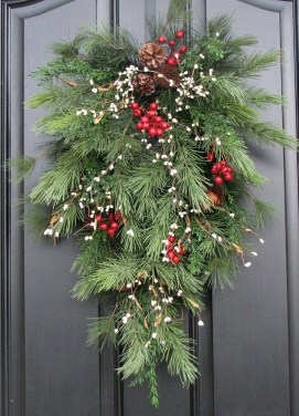 Brilliant Christmas Front Door Decor Ideas 28