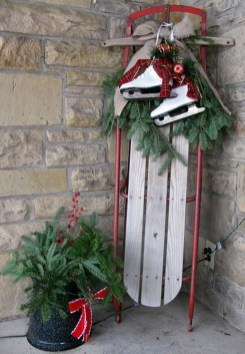 Cozy Rustic Outdoor Christmas Decor Ideas 08