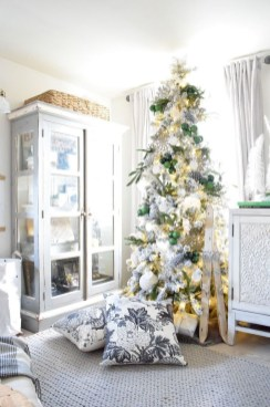 Fascinating Christmas Decor Ideas For Small Spaces 07