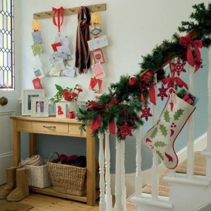 Gorgeous Ways To Decorate Your Stairs In This Christmas Ideas 08