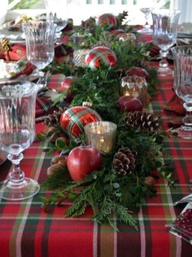 Inspiring Christmas Centerpiece Ideas 45