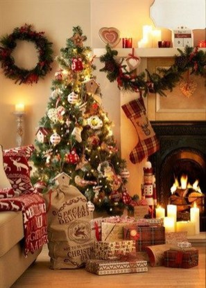 Lovely Traditional Christmas Decorations Ideas 09