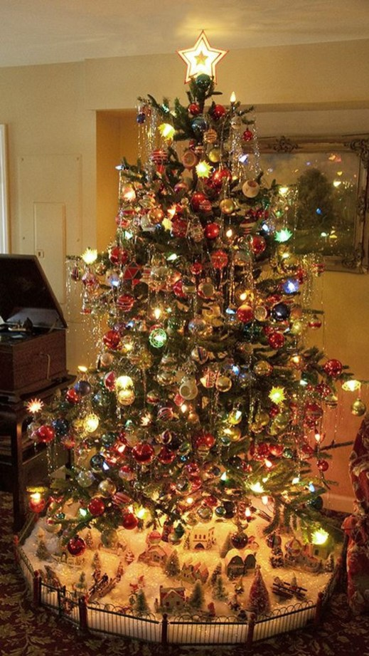 Lovely Traditional Christmas Decorations Ideas 46