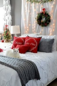 Stunning Christmas Bedroom Decor Ideas 29