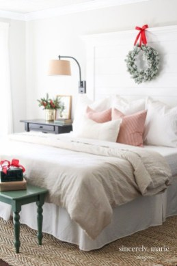Stunning Christmas Bedroom Decor Ideas 35