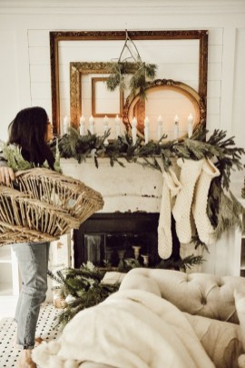 Stunning Christmas Bedroom Decor Ideas 43