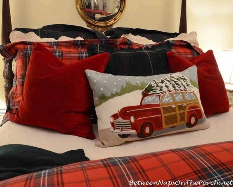 Stunning Christmas Bedroom Decor Ideas 45