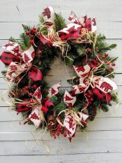 Awesome Christmas Wreath Decoration Ideas For Your Home 02