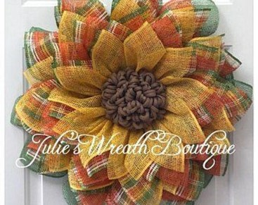 Awesome Christmas Wreath Decoration Ideas For Your Home 12