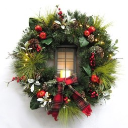 Awesome Christmas Wreath Decoration Ideas For Your Home 35