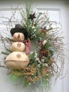 Awesome Christmas Wreath Decoration Ideas For Your Home 40