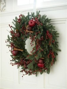 Awesome Christmas Wreath Decoration Ideas For Your Home 43