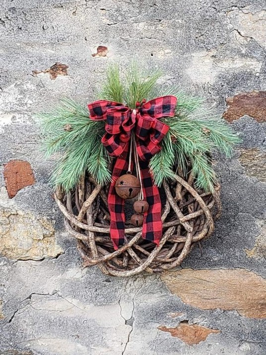 Awesome Christmas Wreath Decoration Ideas For Your Home 50