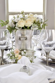 Charming Dining Room Decor Ideas For Valentines Day 51