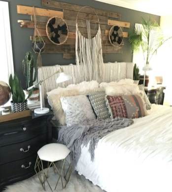 Stylish Farmhouse Bedroom Decor Ideas 47