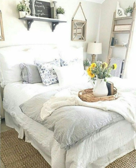 Stylish Farmhouse Bedroom Decor Ideas 49