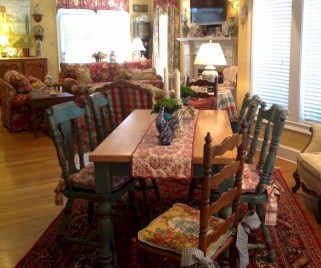 Amazing French Country Dining Room Table Decor Ideas 05