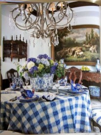 Amazing French Country Dining Room Table Decor Ideas 14