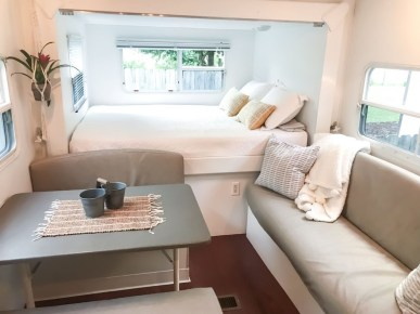 Wonderful Rv Camper Van Interior Decorating Ideas 23