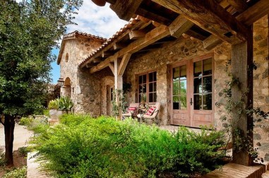 Awesome French Country Exterior Design Ideas For Home 39