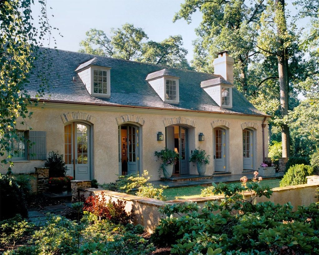 Awesome French Country Exterior Design Ideas For Home 52