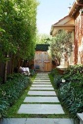 Stunning Front Yard Courtyard Landscaping Ideas 13