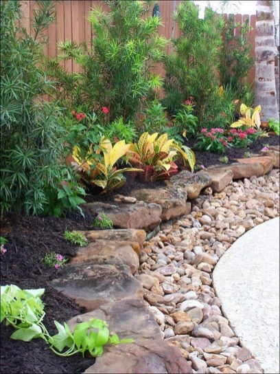 Stunning Front Yard Courtyard Landscaping Ideas 33