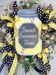 Beautiful Summer Wreath Design Ideas To Try Asap 10