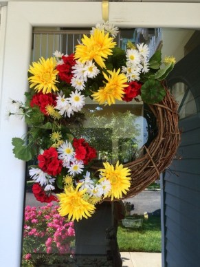 Beautiful Summer Wreath Design Ideas To Try Asap 16