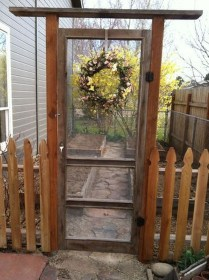 Cool Garden Fence Decoration Ideas To Try This Year 04