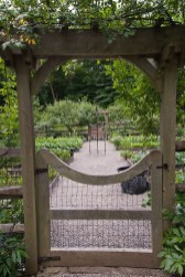Cool Garden Fence Decoration Ideas To Try This Year 22