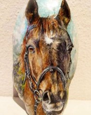 Inspiring Diy Painted Rocks Ideas With Animals Horse For Summer 16