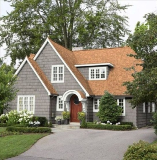 Astonishing Exterior Paint Colors Ideas For House With Brown Roof 50