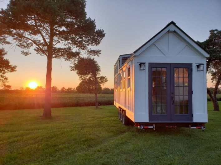 Elegant Minimalist Design Ideas For Tiny Home Decor 31