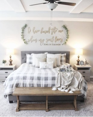 Enchanting Farmhouse Bedroom Ideas For Your House Design 24