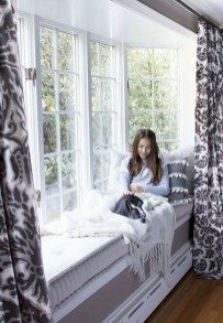 Relaxing Bay Window Design Ideas That Makes You Enjoy The View 38