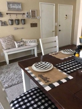 Relaxing Farmhouse Dining Room Design Ideas To Try 43