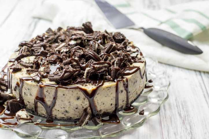 instant pot oreo cheesecake on a platter