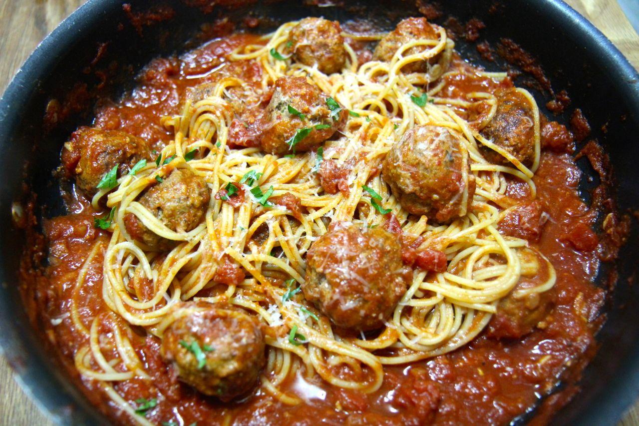Jenn's Food Journey: Spaghetti with Hot Italian Sausage  |Spicy Italian Spaghetti