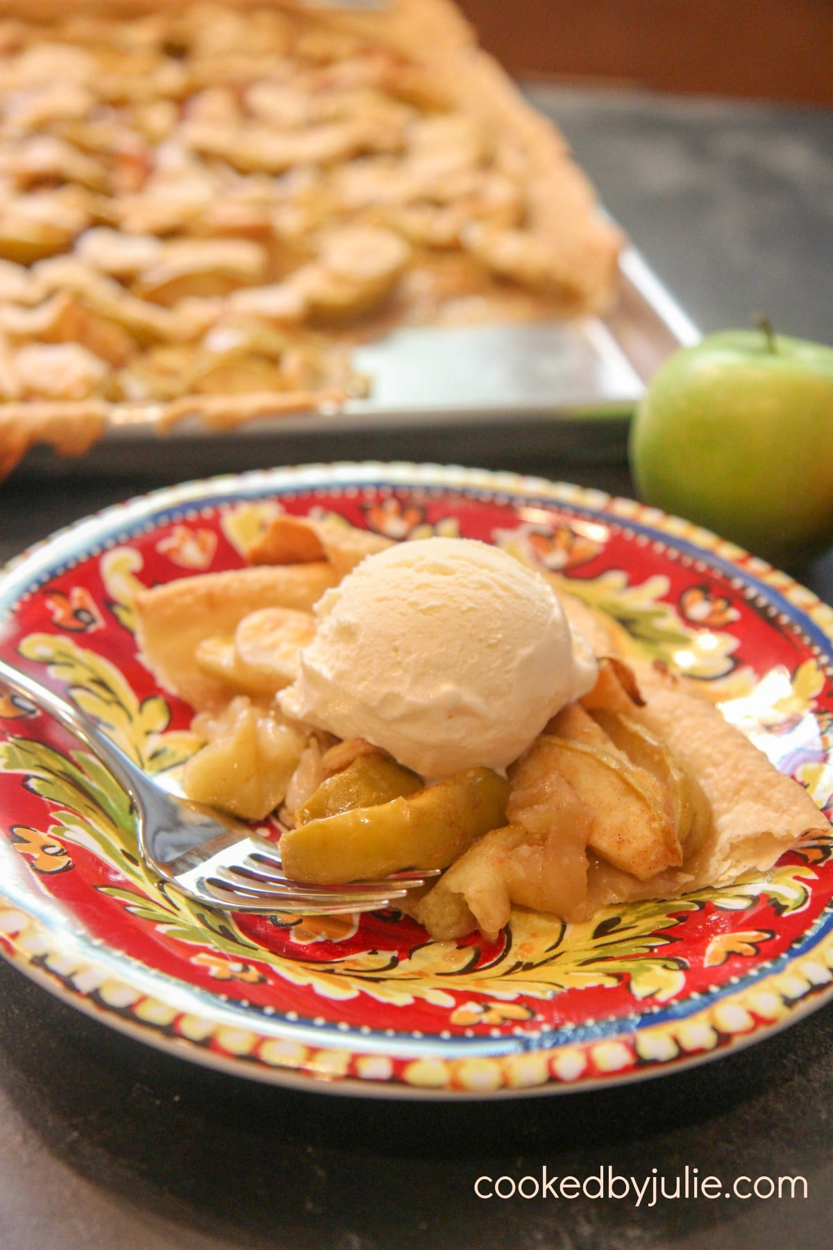 slice of apple pie a la mode