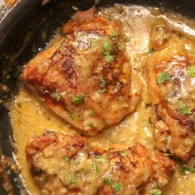 Creamy Smothered Chicken Thighs