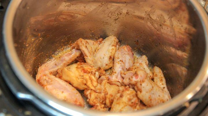 seasoned chicken wings in the instant pot
