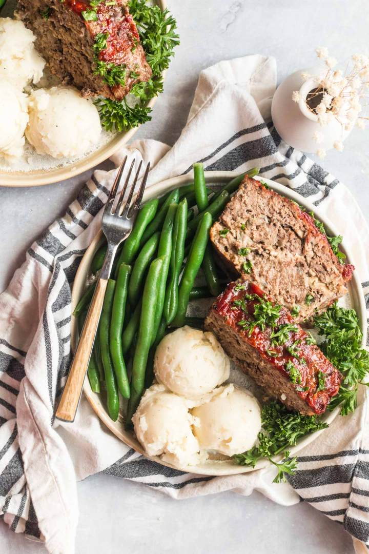 meatloaf with mashed potatoes and green beans.