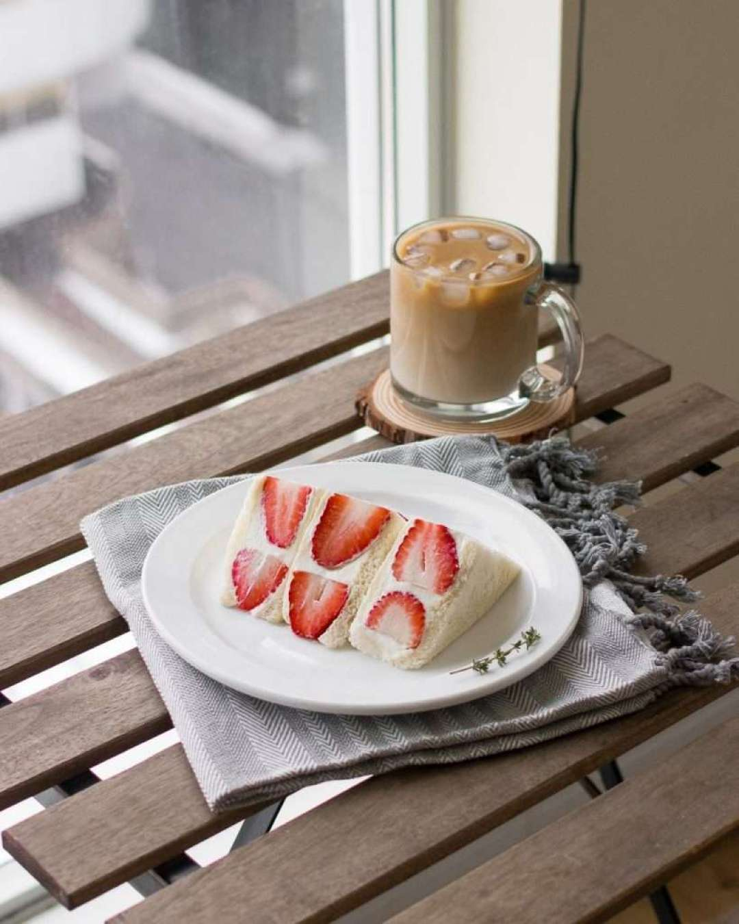 Strawberries and Cream Sandwich (Strawberry Sando)