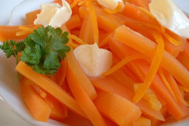 Baton carrots with orange zest