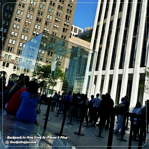 apple-store-5th-avenue-night-new-york-usa-queue-box-glass-iphone-6-plus