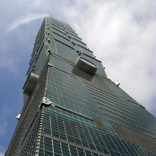 apple-retail-store-official-china-taiwan-taipei-101-tallest-building-iphone-8-ready-blue-sky