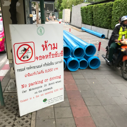 fucking-prayoot-footpath-getbacker-law-sukhumvit-bts-motorcycle-taxi-win